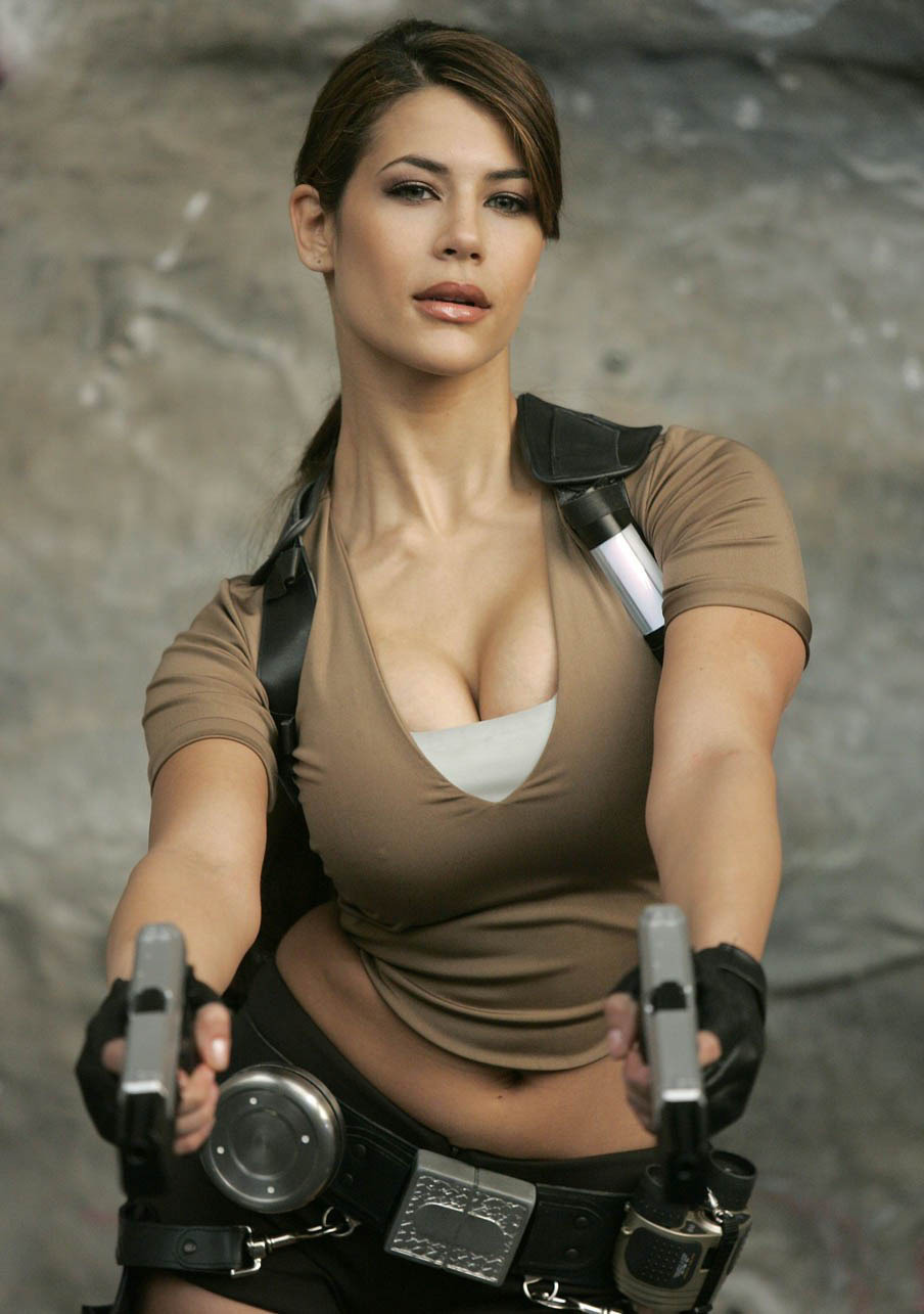TOP 10 Lara Croft Cosplay girls.